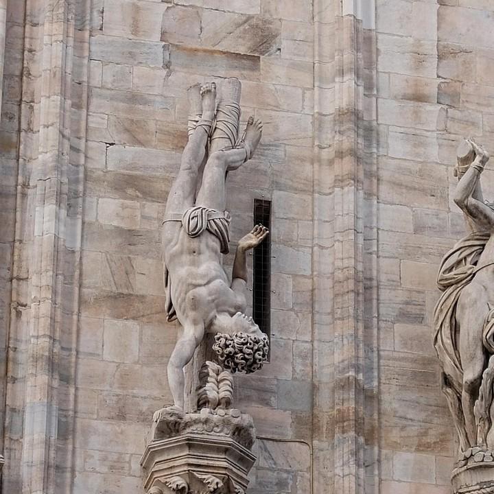 Appeso duomo di Milano